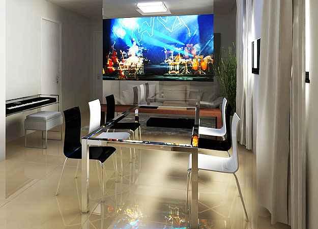O uso da TV retrátil foi uma proposta do projeto da decoradora e arquiteta, Izabel Souki, que protagonizou a peça no ambiente - Izabel Souki Engenharia e Projetos/Divulgação