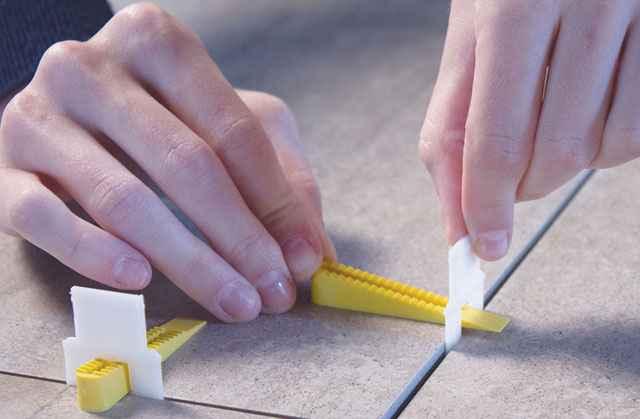Os niveladores apresentam uma base no clipe em formato arredondado, com objetivo de promover simetria - Bumax/Divulgação