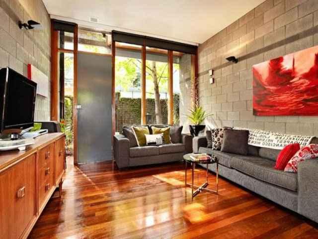 Ao aliar o concreto aparente com diversas técnicas de decoração, o projeto conquista mais estética e deixa o ambiente mais expressivo - Reprodução Internet/jfpremoldados