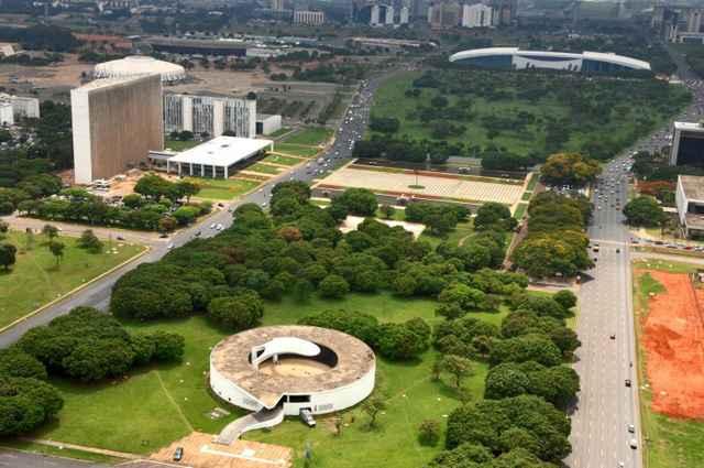 Foram lidos os 247 artigos, um por um, do projeto de lei complementar que institui o Plano de Preservação do Conjunto Urbanístico de Brasília (PPCub) - Breno Fortes/CB/D.A Press