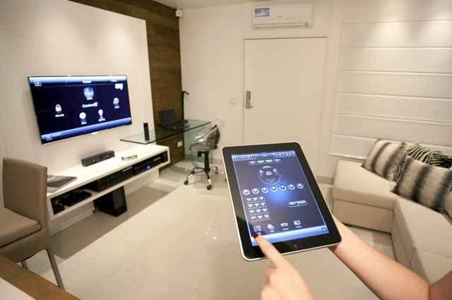 O sistema tem como proposta facilitar atividades do dia-a-dia, através de comandos no tablet ou celular - Reprodução/Internet/telesat.com.br