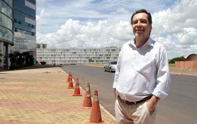 O servidor público Acioli de Olivo defende a criação de garagens subterrâneas na Esplanada, proposta incluída no projeto de lei - Ana Rayssa/Esp. CB/D.A Press
