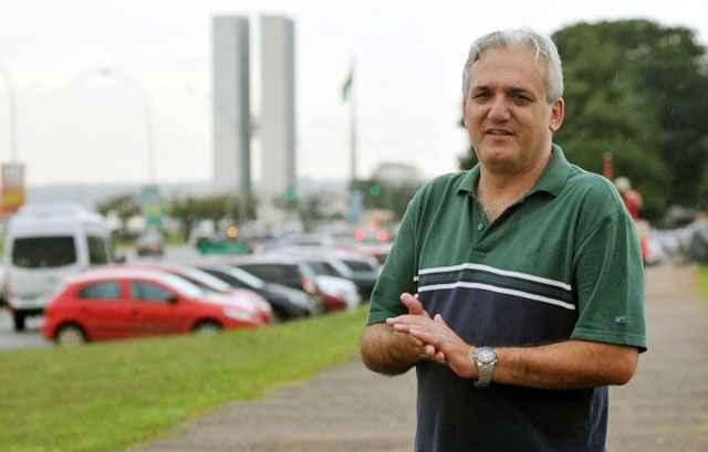 Artur Morais, especialista em políticas de trânsito, afirma que a construção de garagem subterrânea servirá apenas para abrigar veículos - Marcelo Ferreira/CB/D.A Press