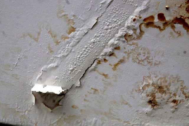 Infiltrações têm início de um dia para o outro e, em geral, os danos apresentados surgem aos poucos e vão deteriorando o patrimônio - Adauto Cruz/CB/D.A Press