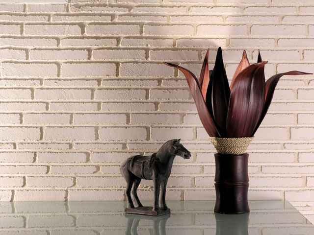 O revestimento é recomendado o uso em áreas externas ou internas, paredes ou pisos, com a mesma aparência de pedras e tijolos aparentes - Bricolar/Divulgação