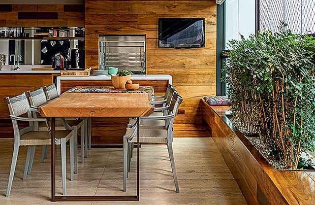 As churrasqueiras a gás são uma alternativa para incorporar a tradição do churrasco a projetos contemporâneos de varandas gourmet - Reprodução Internet/aarquiteta.com.br