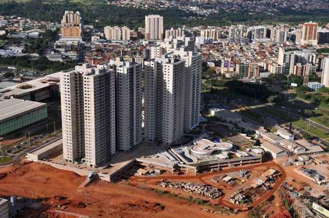 O setor da construção civil tem papel importante na busca pela redução do déficit habitacional brasileiro - Breno Fortes/CB/D.A Press