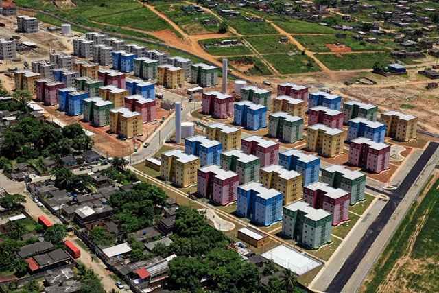 O Minha Casa, Minha Vida financia moradias para famílias com renda até R$ 5 mil - Divulgação/Queimados online