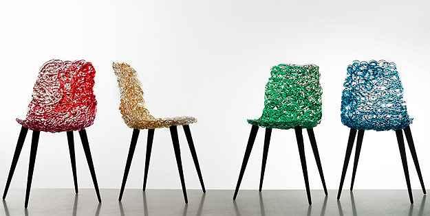 Cadeiras podem funcionar tanto como itens indispensáveis no cotidiano, quanto objetos escultóricos e de design - Divulgação/Edra