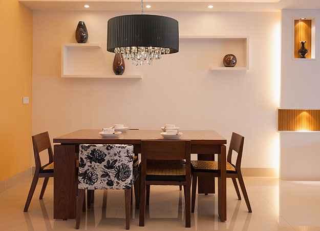 É possível instalar um lustre ou um pendente no centro da sala de jantar, transformando-o em ponto principal - Startec/Divulgação