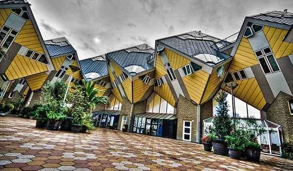As casas, em um ângulo de 45º, foram projetadas para a otimização do espaço público.  De acordo com o arquiteto, a estrutura representa uma vila e suas árvores - Reprodução da internet