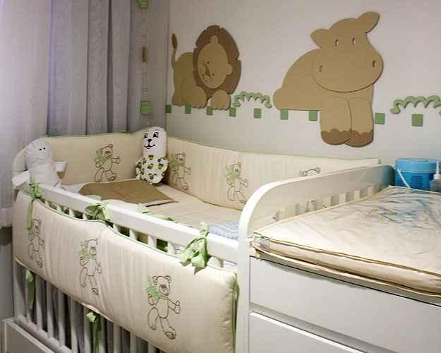 No quarto com tema safári, projetado pela designer de interiores Sheila Mundim, o berço depois vira bicama para receber os amiguinhos - Divulgação/Catherine Uxa
