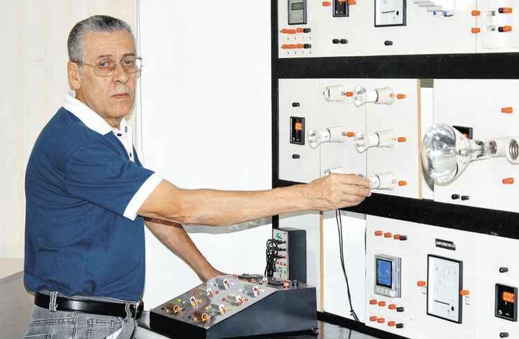 Máquina de lavar roupa e o ferro de passar consomem muita energia.