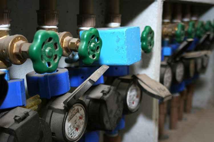 Individualização dos hidrômetros é uma forma de colocar um freio no consumismo - Gladyston Rodrigues/EM/D.A Press - 26/08/2008