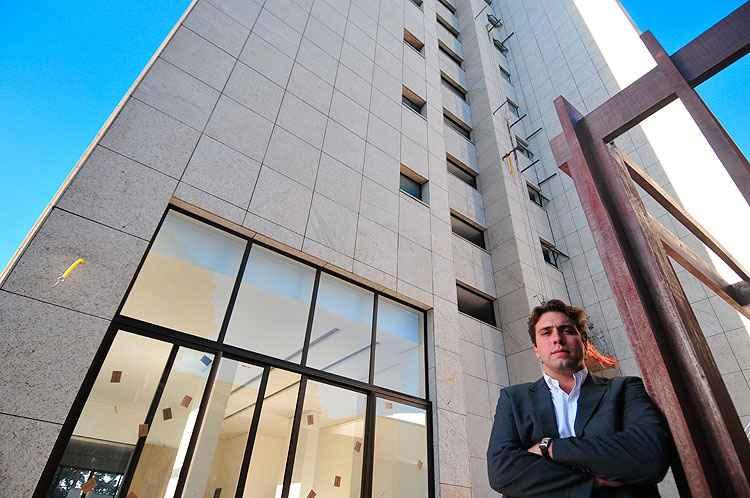 Pedro Damásio, da Talent Construtora, diz que os clientes percebem e valorizam o uso de pedras, que representam um diferencial para o produto - Alexandre Guzanshe/EM/D.A Press