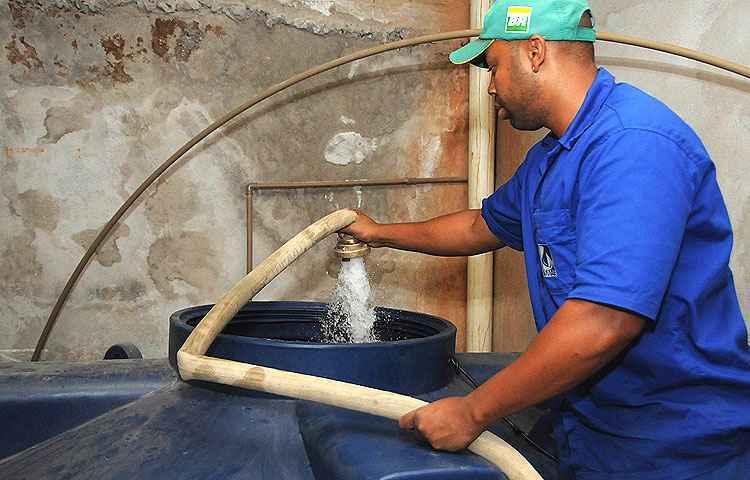 Em tempos de racionamento, escolher a caixa d'água adequada à sua casa pode evitar problemas - Paulo Filgueiras/EM/D.A Press - 28/8/14