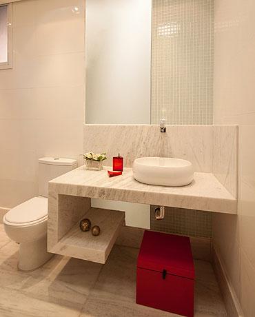 A bacia sanitária com caixa acoplada, torneira com arejador e automação são indispensáveis em uma casa bem planejada - Adriane Xavier e Gustavo Xavier/Divulgação