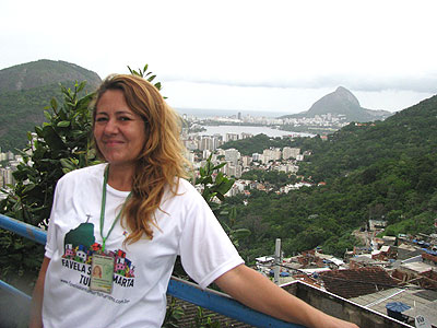 A guia de turismo Salete Martins comemora a melhora no próprio bem-estar dos moradores - Joana Gontijo/EM/D.A Press