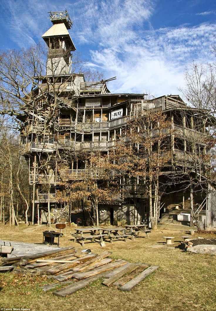 Casa na árvore de 10 andares em Crossville, no estado do Tennessee (EUA) - Reprodução / Internet
