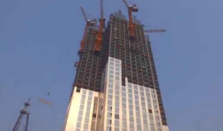 Mini Sky City em construção - Reprodução / Youtube
