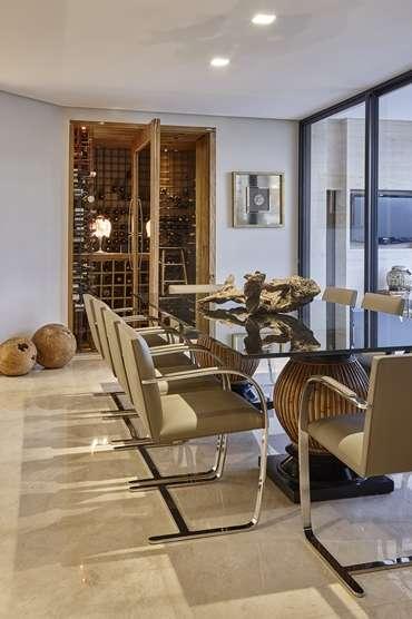 Arquiteta Isabela Canaan salienta que para criar um efeito mais descontraído, mais íntimo e informal a sala de jantar é essencial investir num bom projeto luminotécnico  - Jomar Bragança/Divulgação