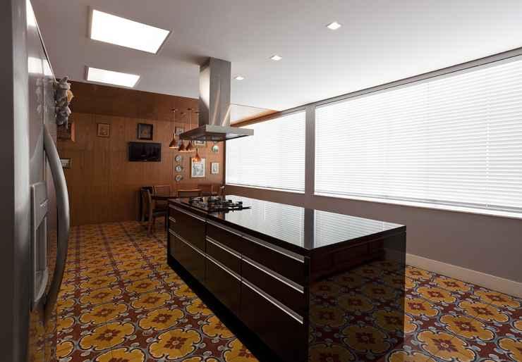 O arquiteto Cioli Stancioli destaca o ladrilho hidraúlico e o cobogo como excelentes recursos arquitetônicos para amenizar o calor nos ambientes - Daniel Mansur/Divulgação