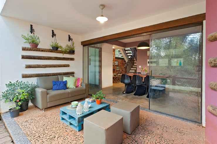 Neste projeto a designer de interiores Fabiana Visacro mudou a cúpula do lustre que já estava bem desgastado com o tempo dando vida nova a peça - Henrique Queiroga