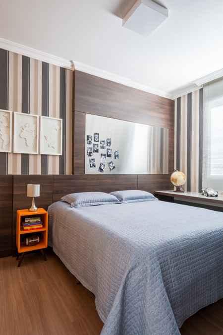 %u200BNeste projeto executado pela designer Melina Mundim, a cama de casal foi uma exigência do jovem dono no quarto, uma vez que o móvel deve acomodar toda a galera para jogar vídeo game - Rodrigo Tozzi