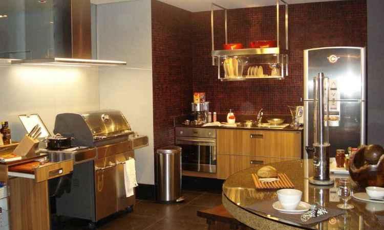 Espaço gourmet com churrasqueira, multifuncional e integrado ganha destaque nos projetos -